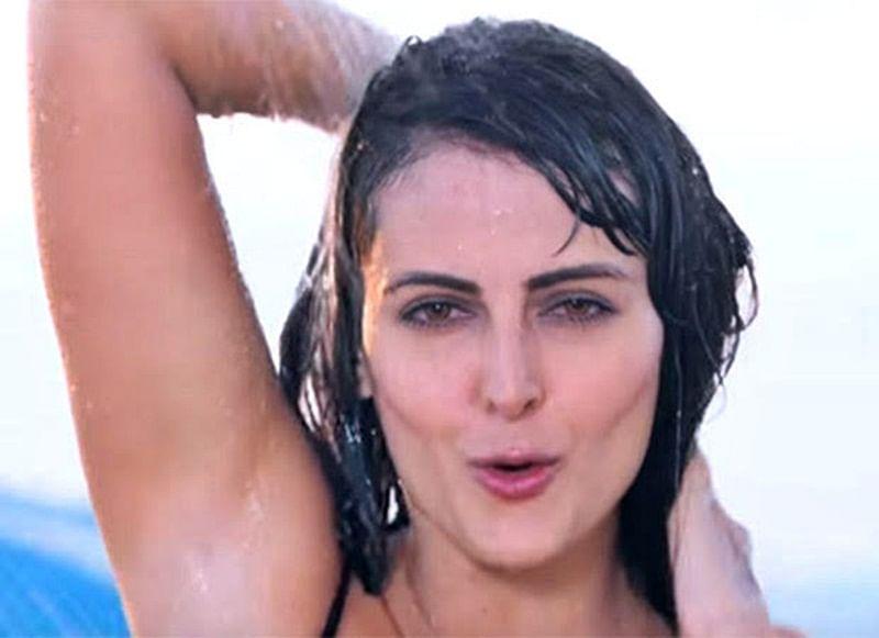 Mandana Karimi's bikini video brutally trolled for hurting religious sentiments during Ramadan
